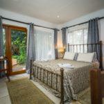 Hluhluwe Guest Lodge - superior room bedroom